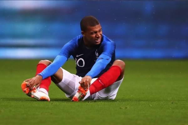 Kylian Mbappé se retiró del entrenamiento tras un fuerte golpe