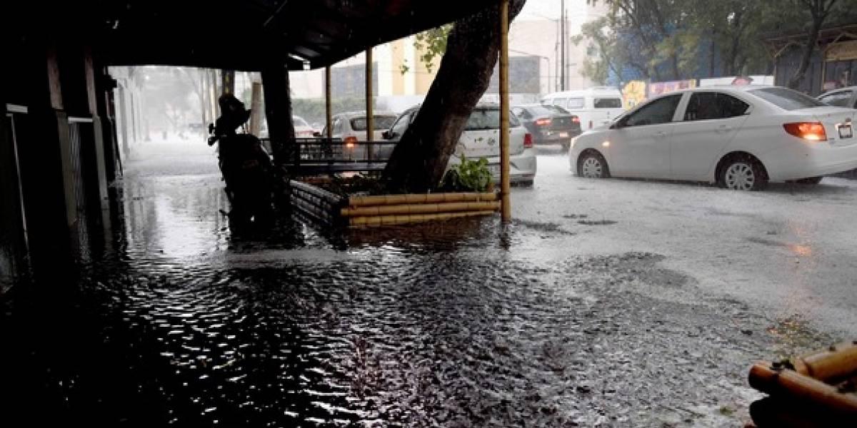 Se registran inundaciones en al menos tres delegaciones por lluvias