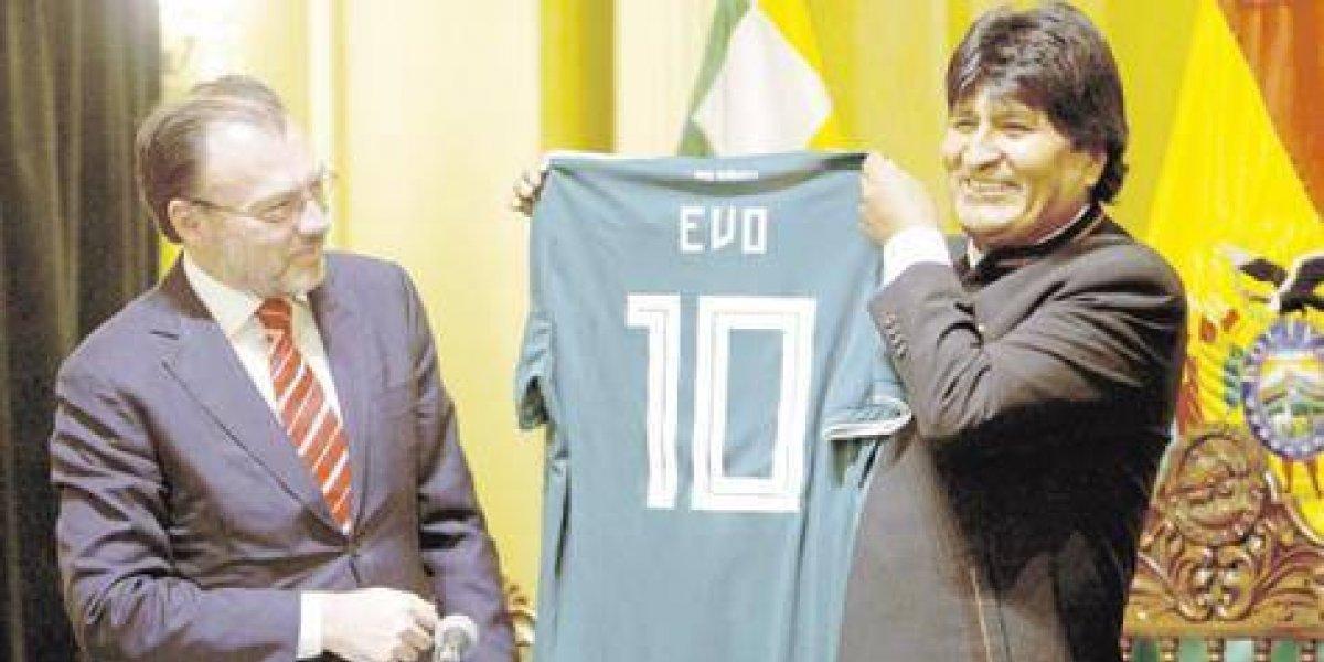 "Críticas a Evo Morales por ir al tercer mundial ""despilfarrando"" dinero público"