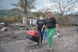 rescate de animales afectados por erupción del volcán de Fuego