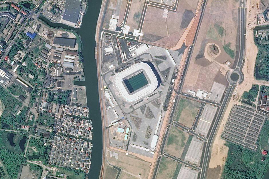 Al Estadio de Kaliningrado también se le llama Arena Baltika. Se terminó de construir este año y puede recibir hasta 45 mil personas.