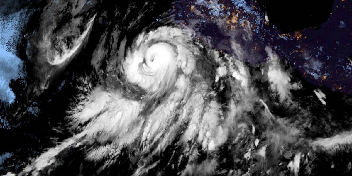 Bud se convierte en huracán de categoría 4