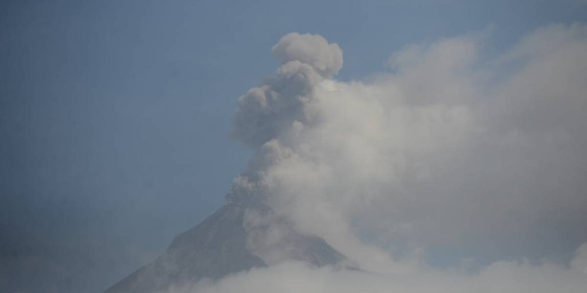 EN IMÁGENES. Volcán de Fuego presenta explosiones este martes