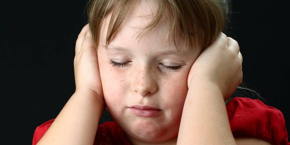 As crianças que ouvem vozes assustadoras em suas cabeças - e como lidar com elas