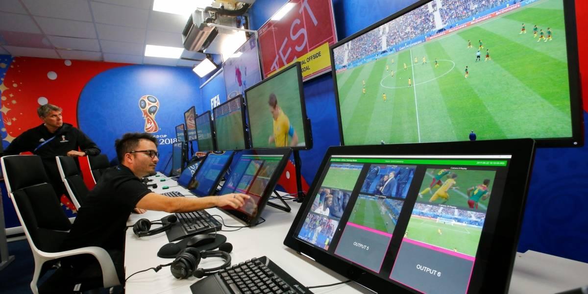 Como funciona o árbitro de vídeo usado em jogos da Copa