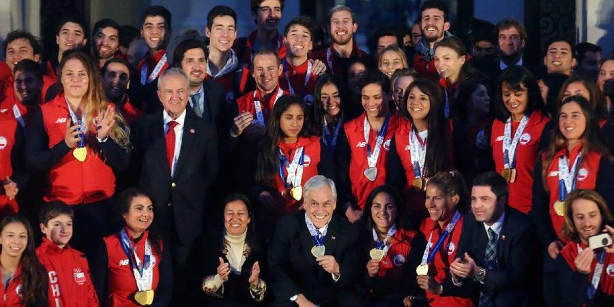 """""""¿Qué tiene más? ¿Medallas o pololas?"""": la pregunta de Piñera a Tomás González que no gustó en las redes sociales"""