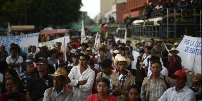 Varios campesinos protestaron el martes en la capital por el asesinato de líderes comunitarios.