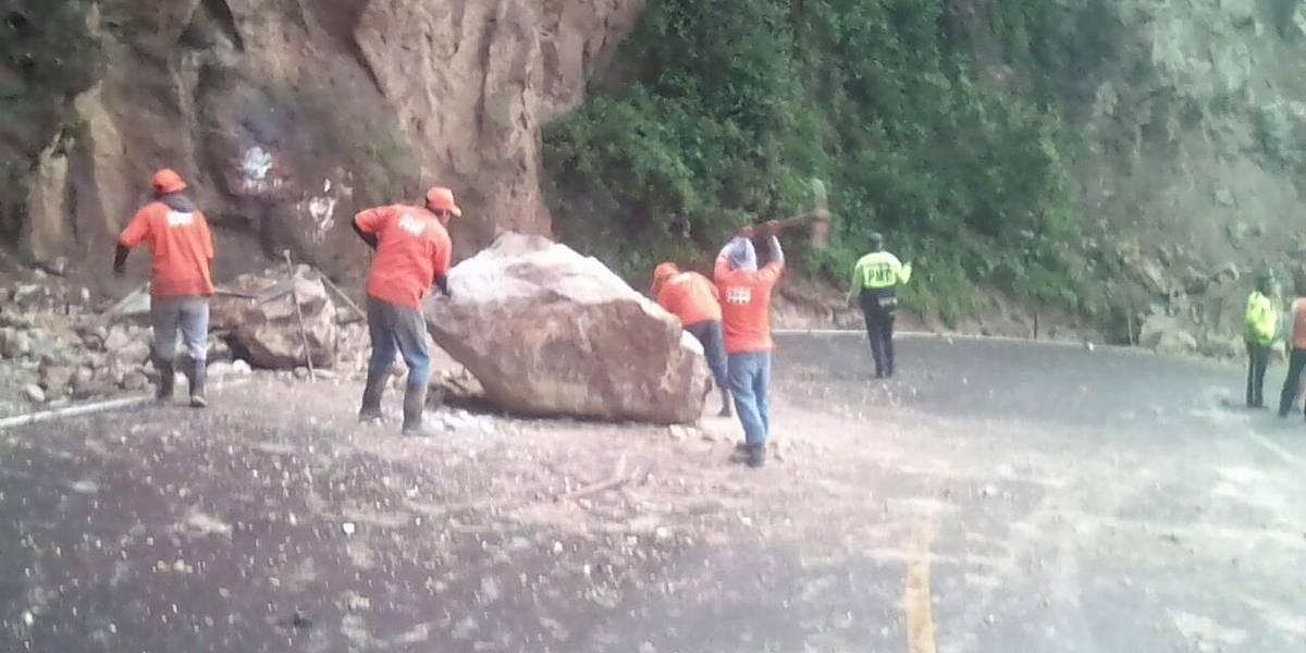 Paso cerrado en ruta hacia Panajachel por derrumbe