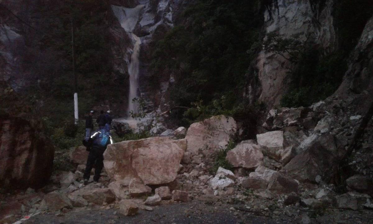 derrumbe en ruta hacia Panajachel