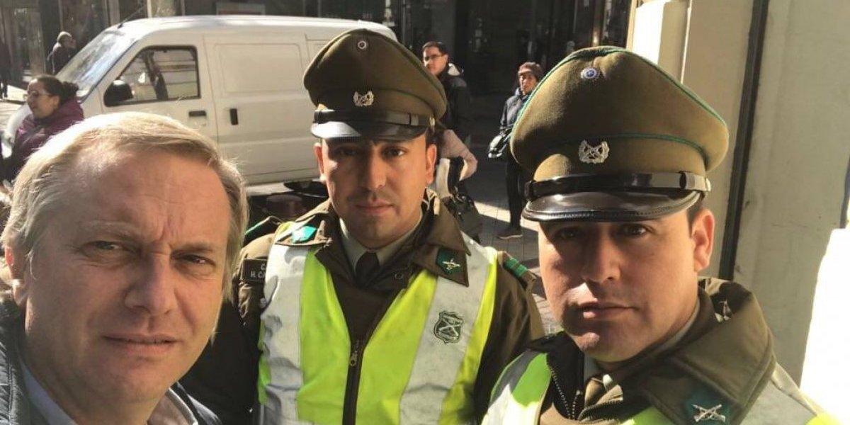 ¿Selfie?: José Antonio Kast llama a sacarse una foto con un Carabinero para manifestar apoyo