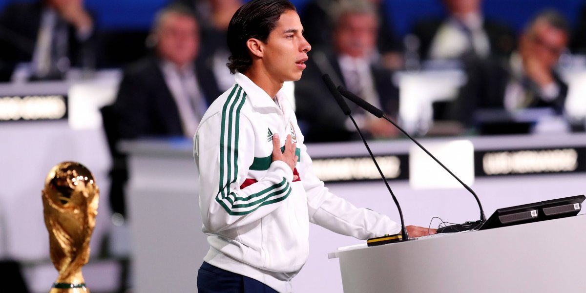 Diego Lainez presume a México y al América en congreso de la FIFA