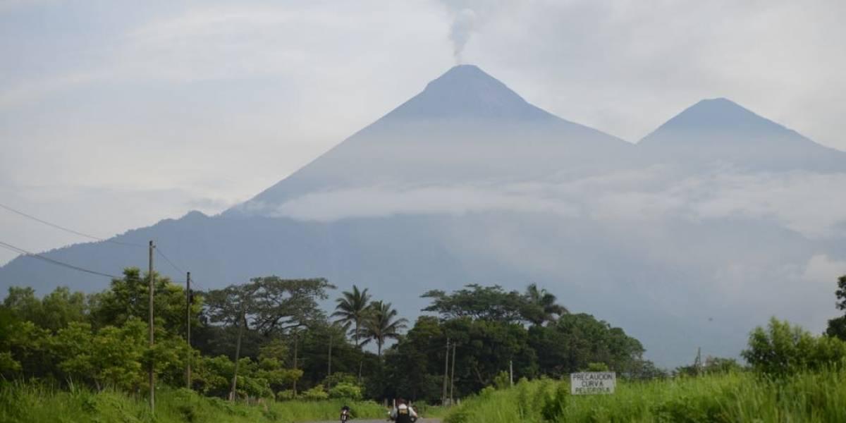 Lahar de grandes dimensiones desciende del volcán de Fuego