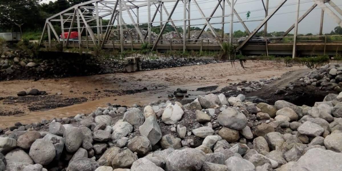 Insivumeh alerta sobre lahar que desciende del volcán Santiaguito