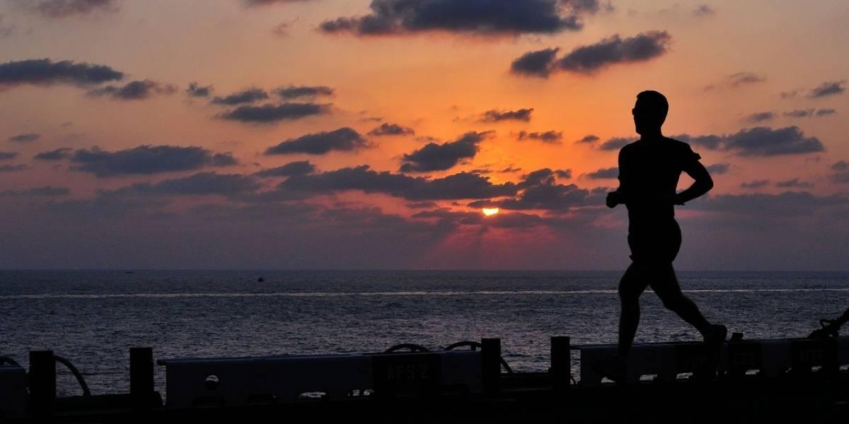 ¿Quieres vivir más tiempo? Al caminar de esta manera lo lograrás