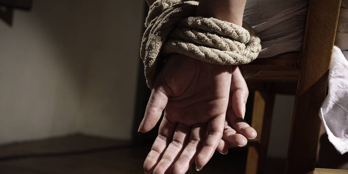 Mujer fue secuestrada durante 20 años por su familia sólo por tener novio