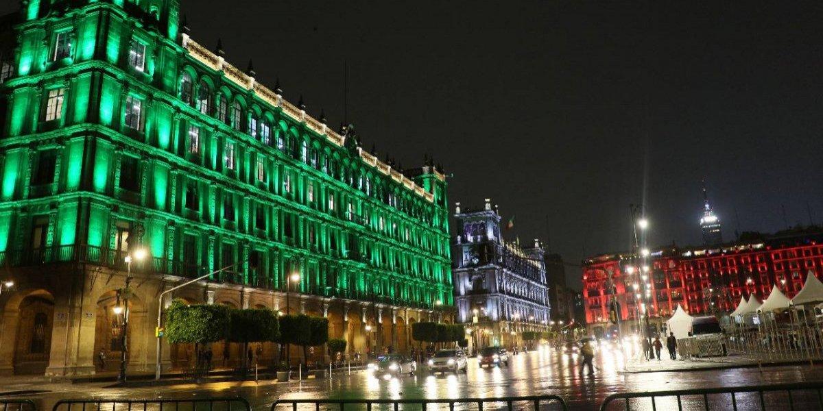 Monumentos de CDMX se iluminan por tercer Mundial en México