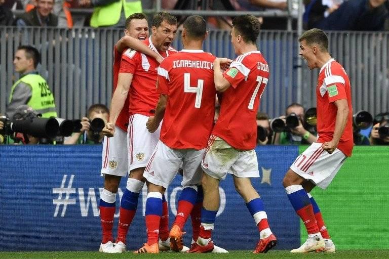Los jugadores rusos celebran una de sus anotaciones