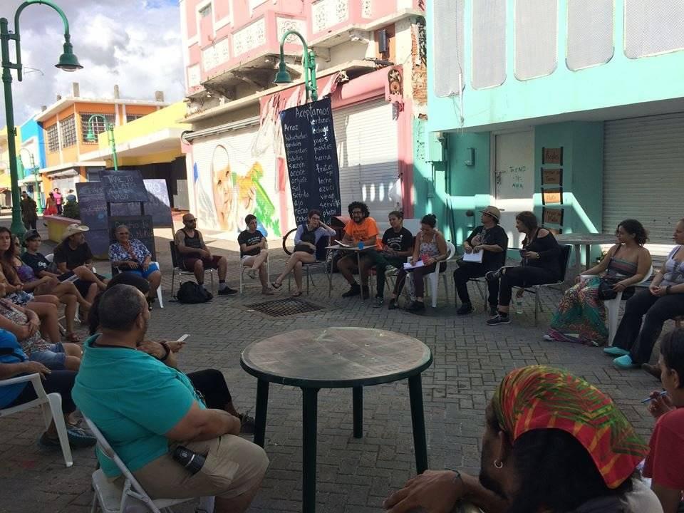 Foto: Voluntarios y trabajadores del CAM se reúnen para discutir el proyecto y otras posibles ideas dentro de él/Tomada de Facebook/CAM
