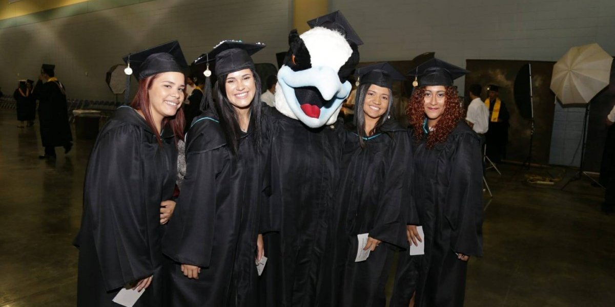 Universidad del Este concede 1,870 grados