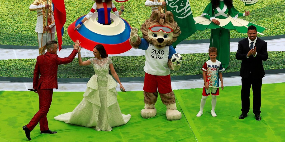 ¡Qué calidad! El amague de Ronaldo a la mascota del Mundial