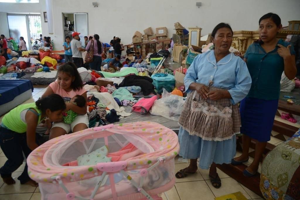 personas albergadas tras erupción del volcán de Fuego