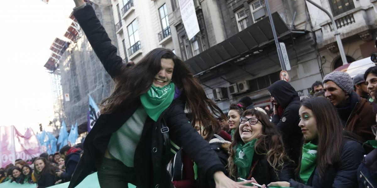 El pañuelo verde debuta en Chile en marcha por aborto libre a nivel nacional