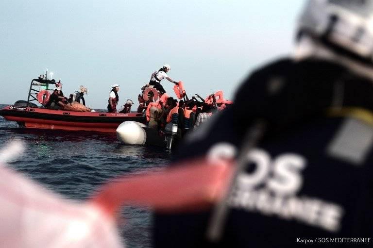 Migrantes socorridos en el mar