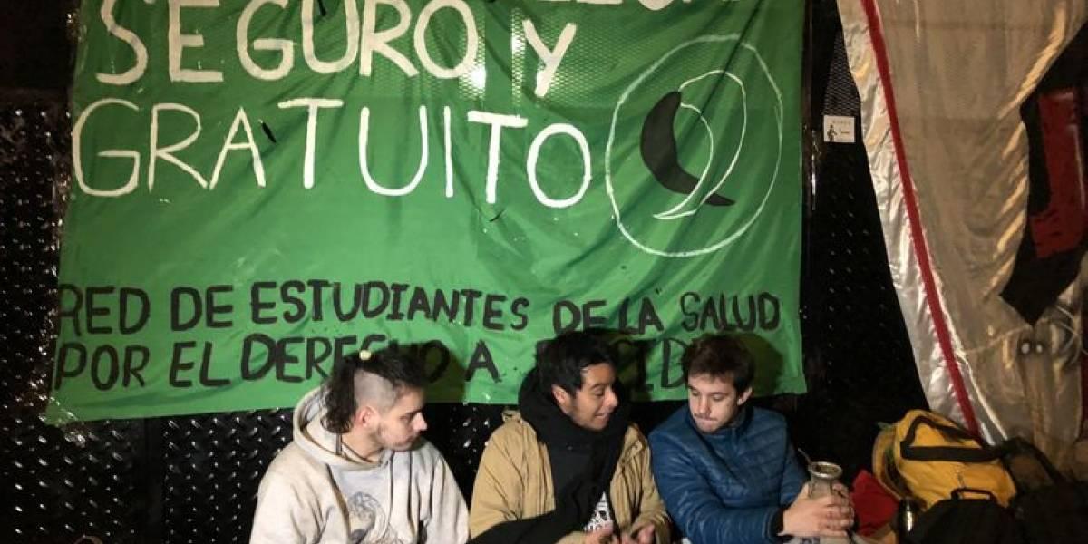 Deputados da Argentina aprovam legalização do aborto