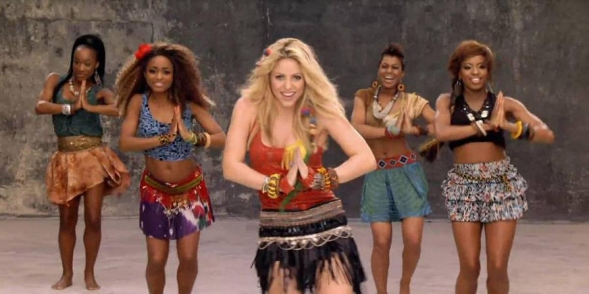 Shakira ensina a usar minivestidos e saias sem medo das celulites