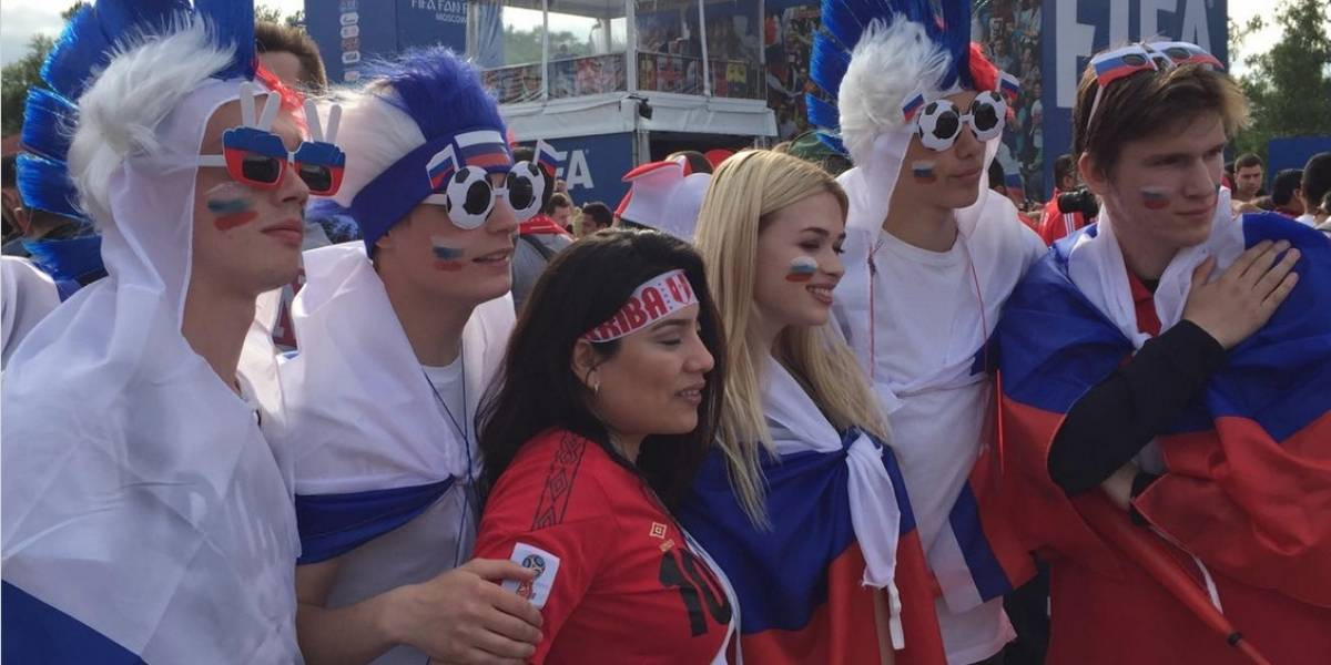 Hinchas arman la fiesta en la inauguración del Mundial Rusia 2018