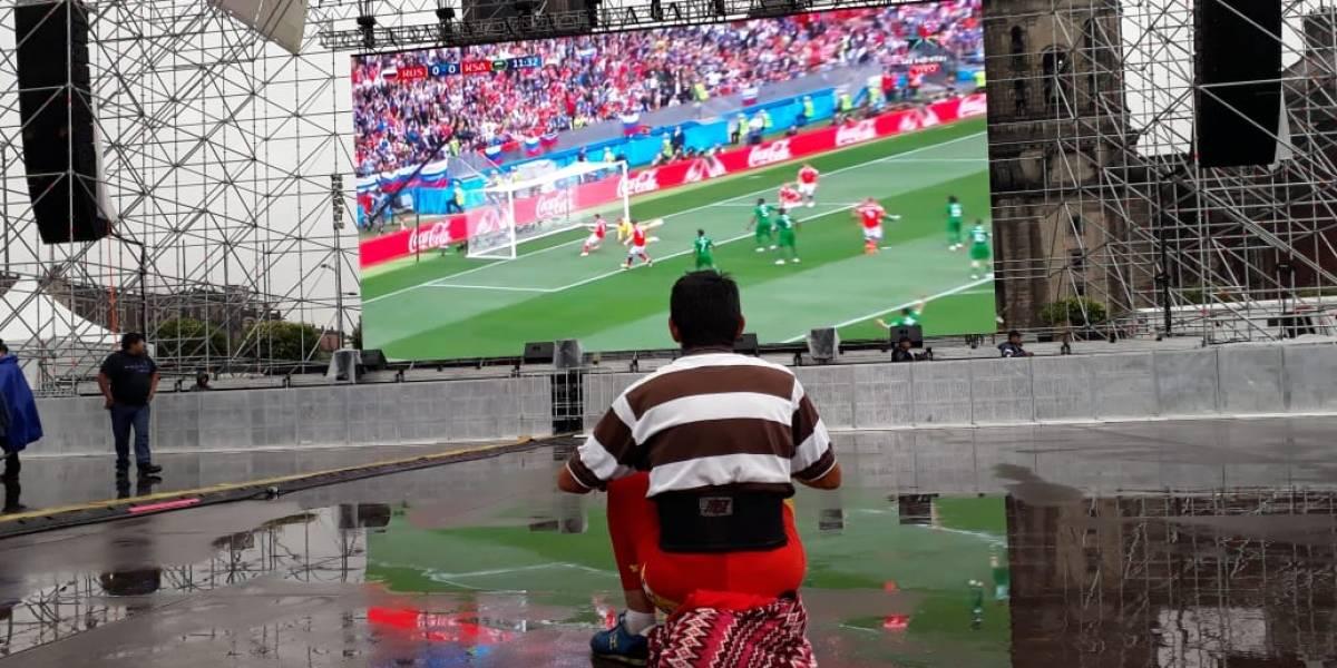 Lluvia 'espanta' a aficionados en el Zócalo capitalino