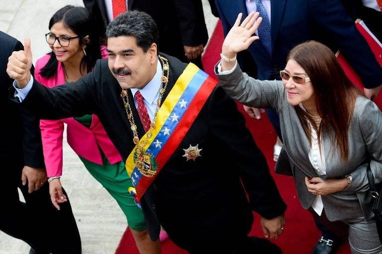Delcy Rodríguez, Nicolás Maduro y Cilia Flores
