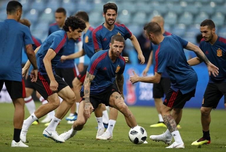 Los jugadores de España durante su práctica