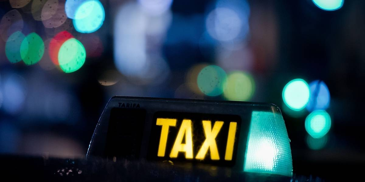 Lo que hacen unas copitas de más: buscan en China a un hombre que pagó cien veces más la carrera del taxi