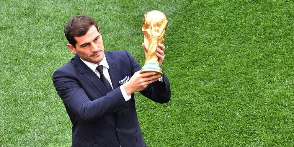 Las redes se llenan de mensajes a Casillas tras presentar la Copa del Mundo