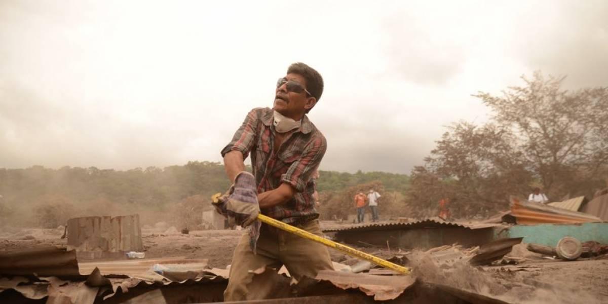 Pobladores se resisten a abandonar a desaparecidos por erupción del volcán y continúan la búsqueda
