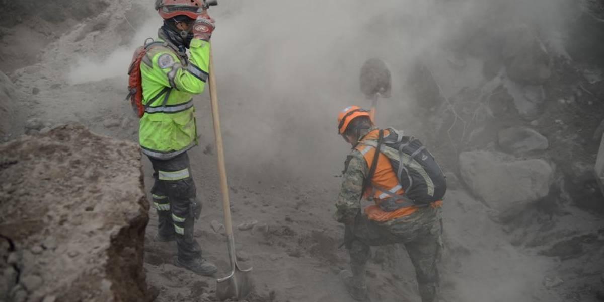 """El suelo en la """"zona cero"""" se mantiene a altas temperaturas y complica la búsqueda de víctimas"""
