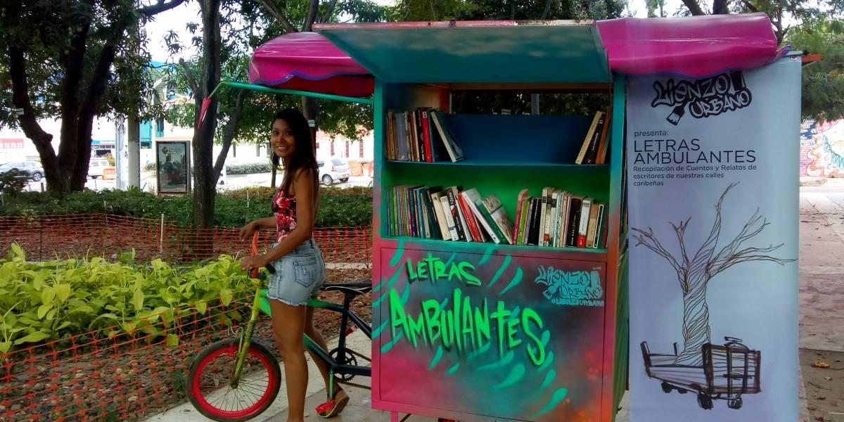 """A bordo de un bicitaxi una """"biblioteca errante"""" rueda en Barranquilla"""