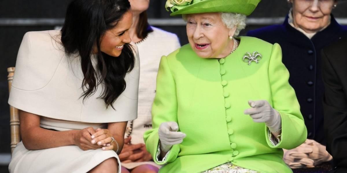 Meghan acompaña por primera vez a la reina Isabel II en visita oficial