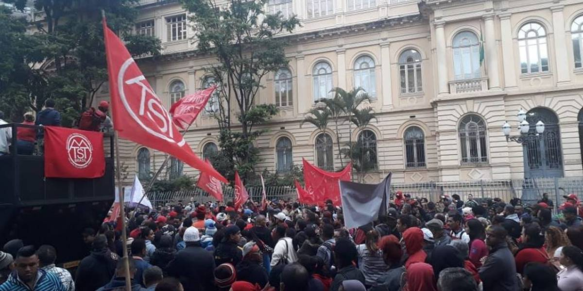 MTST interdita vias perto da Prefeitura de São Paulo