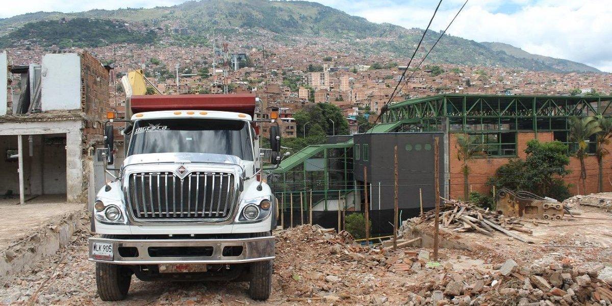 Avanzan las obras de construcción del metrocable de Picacho