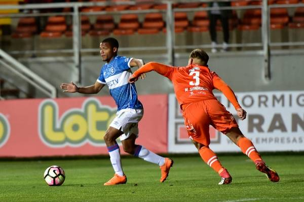 El cubano César Munder fue punto alto en el reciente triunfo 2-1 de la UC sobre Cobreloa en Calama por Copa Chile / Foto: Photosport