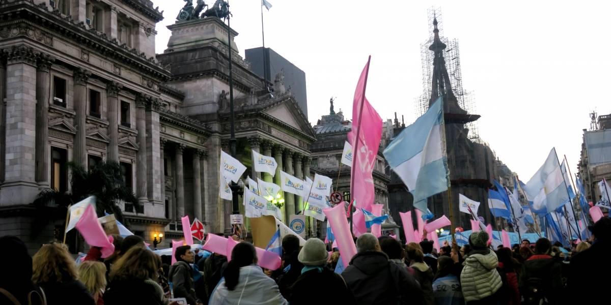Argentina: Cámara Diputados aprueba ley despenaliza el aborto y pasa a Senado