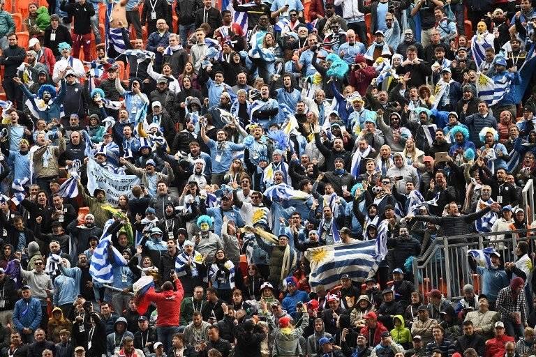 La afición uruguaya celebró a lo grande el triunfo de su selección