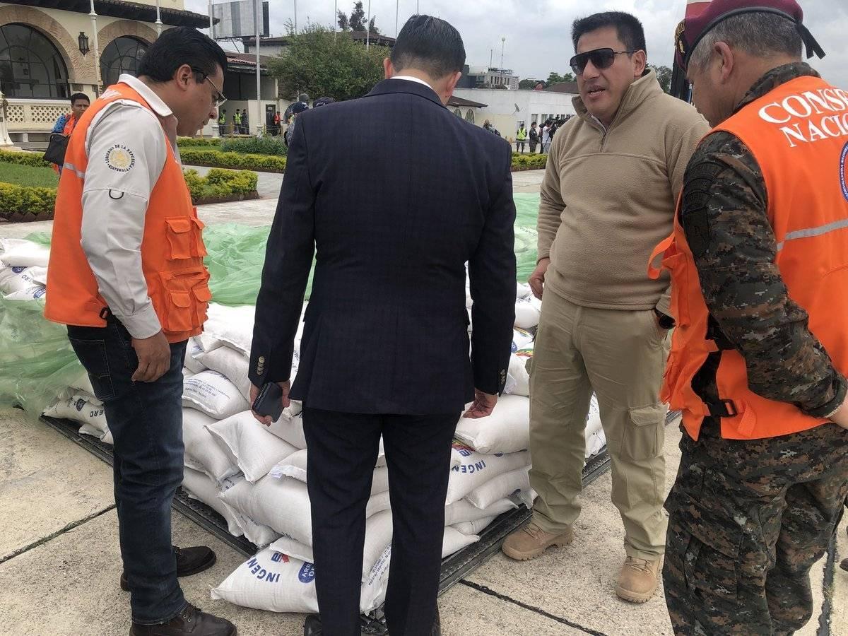 Bolivia entrega ayuda humanitaria a Guatemala por tragedia por erupción del volcán de Fuego. Foto: Conred