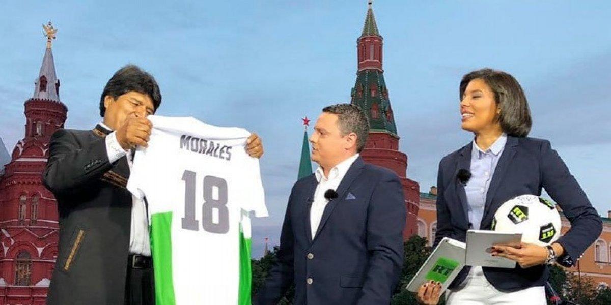 Tras ver la inauguración del Mundial y comentarlo en TV, Evo fue La Haya para analizar otra demanda con Chile