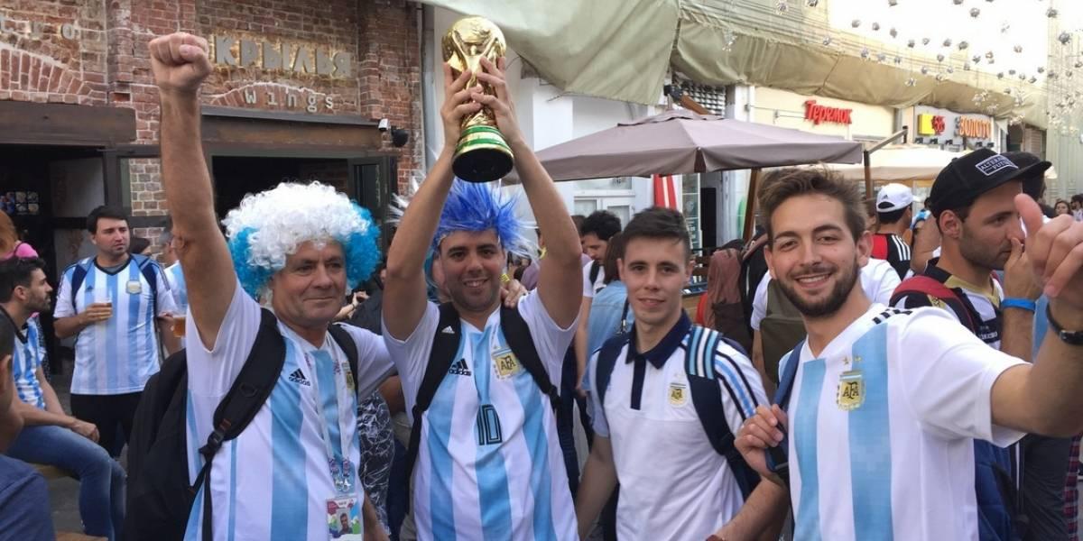 Aficionados argentinos bloquean calles de Moscú previo al partido contra Islandia