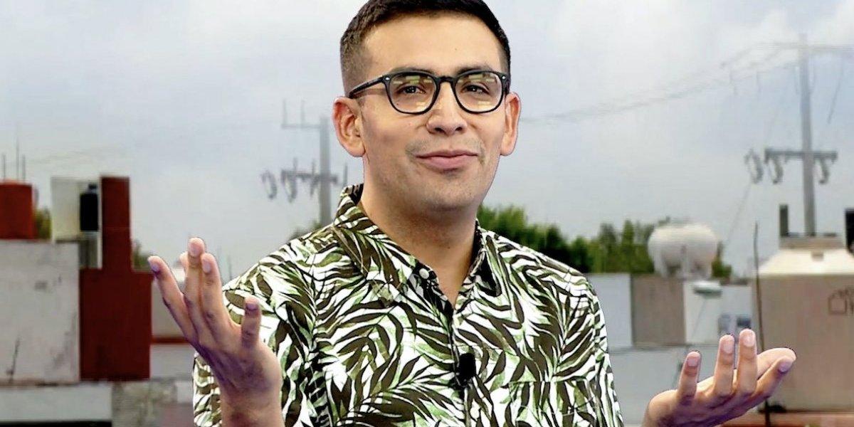 """¿Detienen a comediante mexicano en Rusia por vestir como """"un azteca electrónico""""?"""