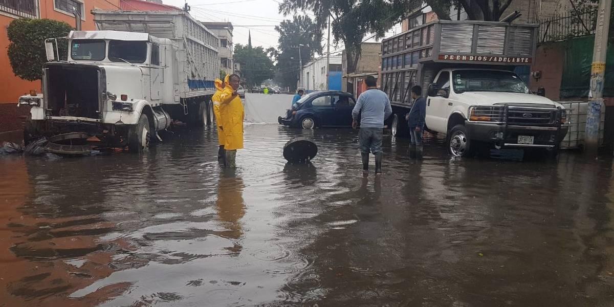 Por inundación, muere ahogado niño de nueve años en Iztapalapa