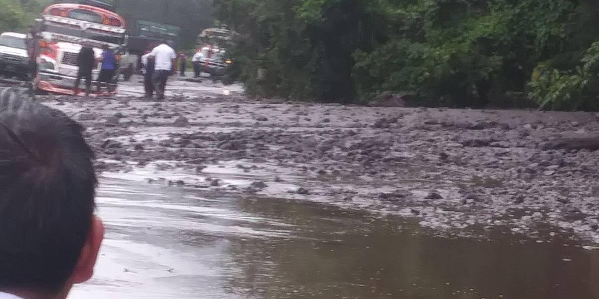 No hay paso en el kilómetro 201, entre Quetzaltenango y Retalhuleu, por deslizamiento de tierra
